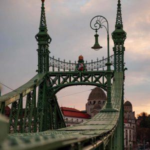Die grüne Elisabethenbrücke in Budpest bei Sonnenuntergang