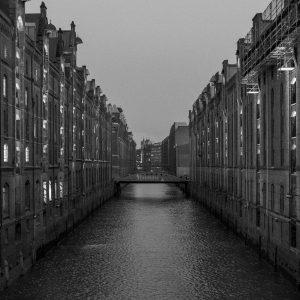 Schwarz-weiß Foto von der Speicherstadt in Hamburg