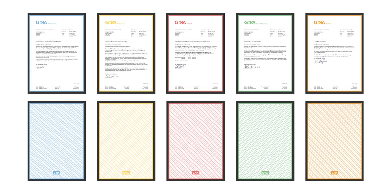 Ein Mockup des Briefpapiers in mit jeweils der Vorderseite und Text und der Rückseite mit Muster in blau, gelb, rot, grün und orange