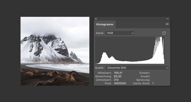 Ein recht helles Bild des Berges Stokksness in Island mit rechtslastigem Histogramm.